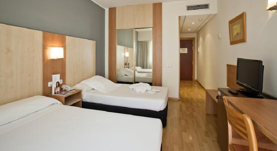 Hotel ilunion romareda zaragoza for Habitaciones familiares zaragoza