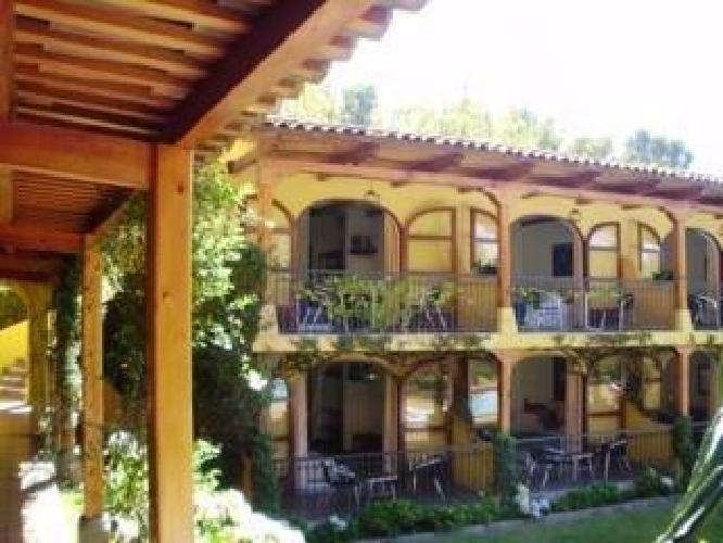 Hotel villa santa catarina santa catarina palopo for Hotel villa del lago