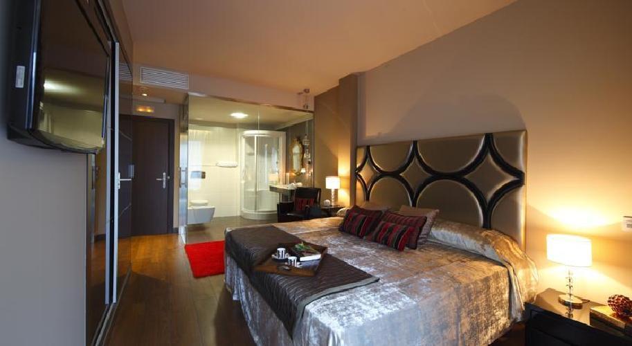 Hotel axisvigo vigo for Hoteles en vigo con piscina