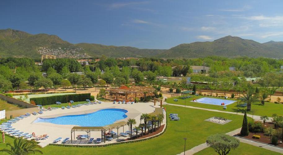 Hotel mediterraneo park roses for Casa rural catalunya piscina