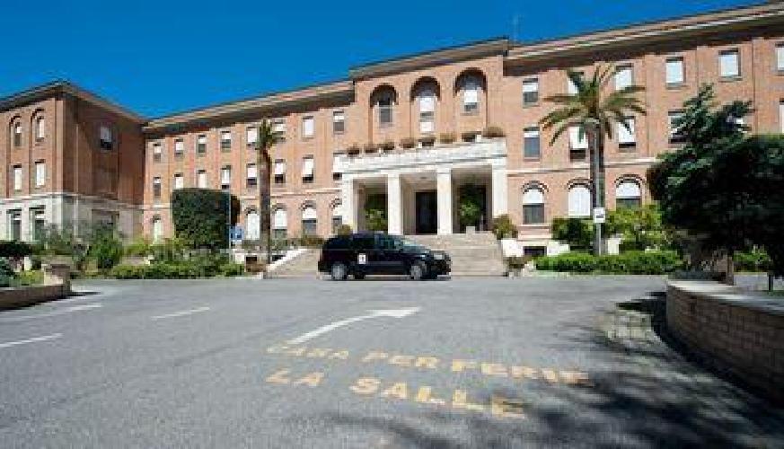 Hotel casa la salle guest house roma for Casa fabbrini guest mansion roma