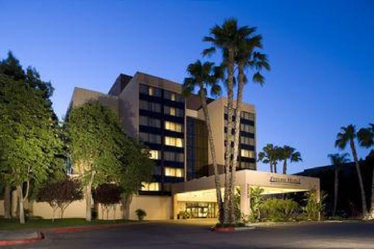 hotel doubletree by hilton fresno convention center fresno ca. Black Bedroom Furniture Sets. Home Design Ideas