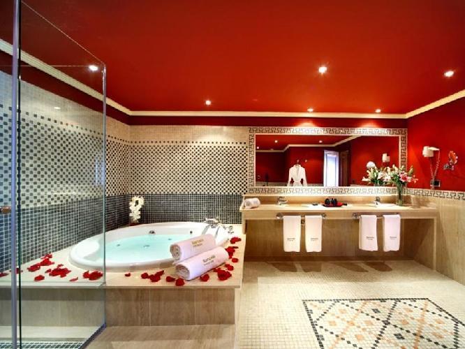 Hotel barcelo marbella marbella for Habitacion familiar con jacuzzi