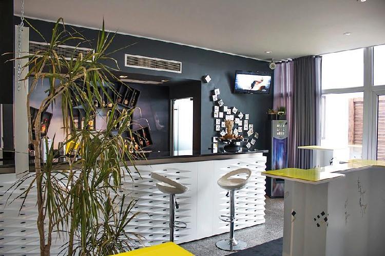 urban hotel amadeos matosinhos. Black Bedroom Furniture Sets. Home Design Ideas