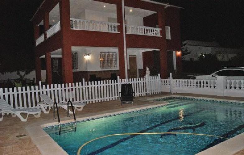 328877 casa en el vendrell con piscina aparcamiento for Piscina el vendrell