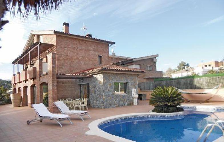 253237 casa en terrassa con internet piscina aire - Casas en terrassa ...