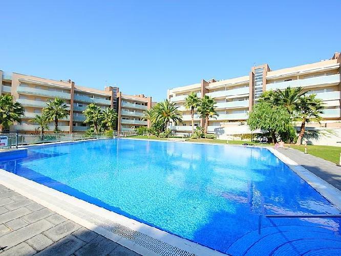 105571 en el centro de salou con piscina aire for Hoteles en salou con piscina