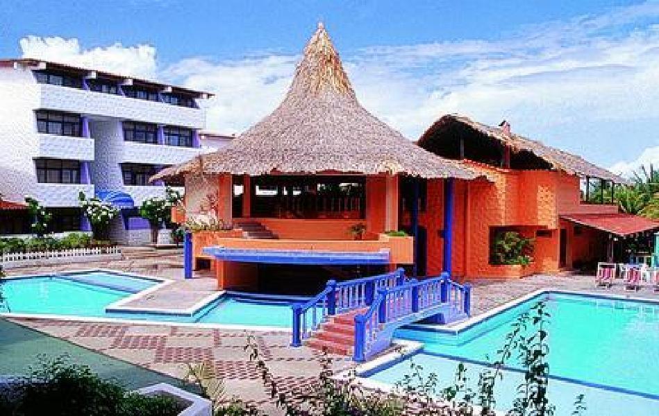Hotel puerta del sol playa el agua isla margarita for Resort puertas del sol precios